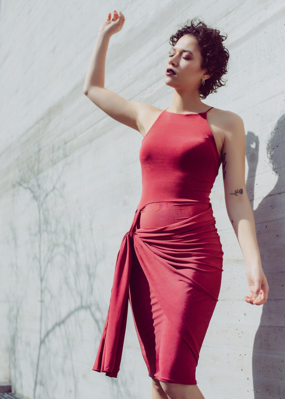 Side knot draped dress in dark red